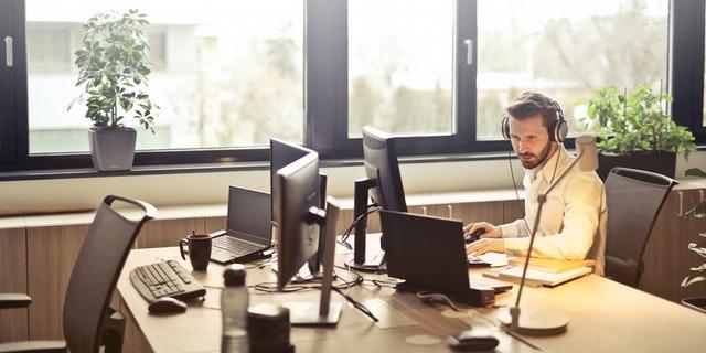 Cómo identificar trabajadores sin contacto